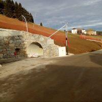 Der Bau ist abgeschlossen, Fangnetze für die Skifahrer sind auch schon montiert